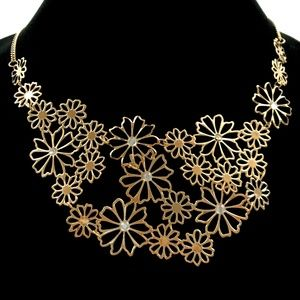 Jewelry - Gold Color Flower Necklace